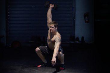 single-dumbbell-squat-snatch-pera